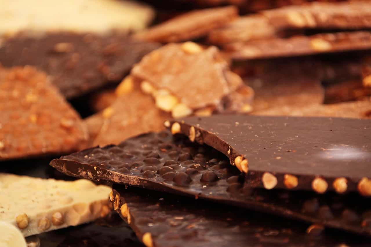 dark chocolate lower the blood pressure in a controlled way