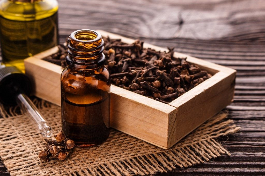 clove oil for eczema