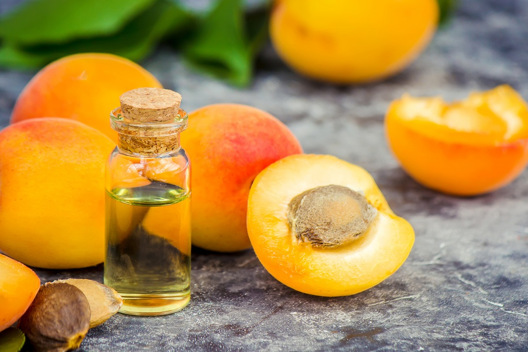 Apricot Oil For Hair Benefits Amp Usage How To Cure