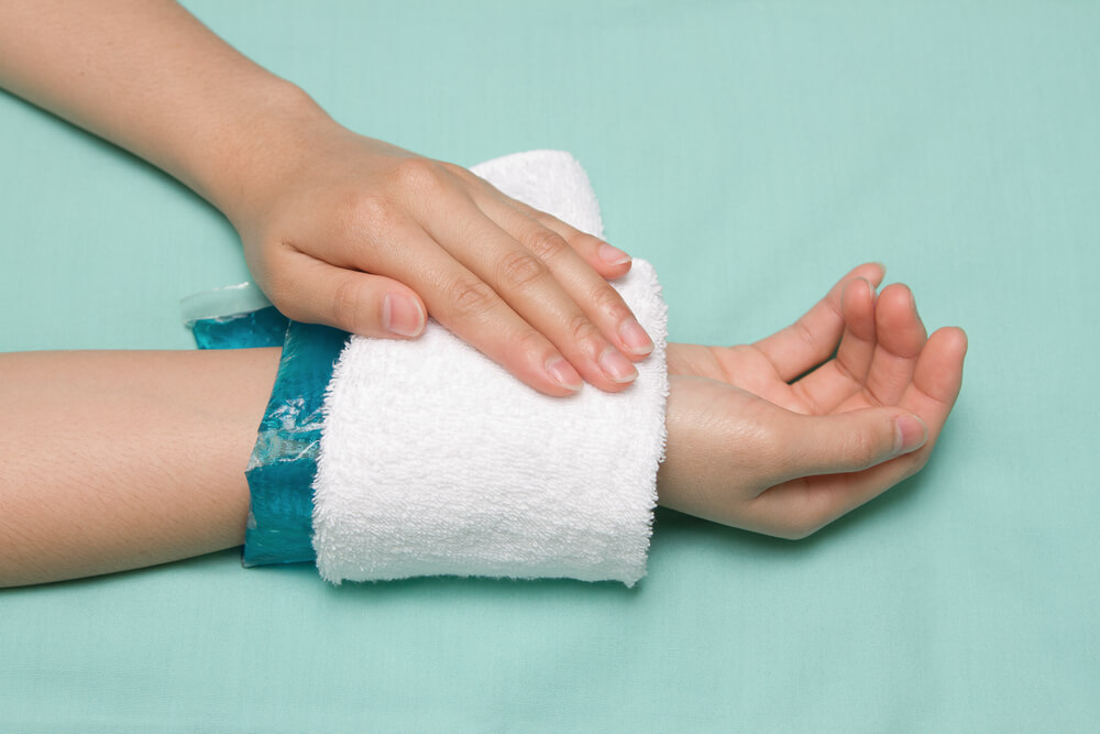 cold therapy on hand